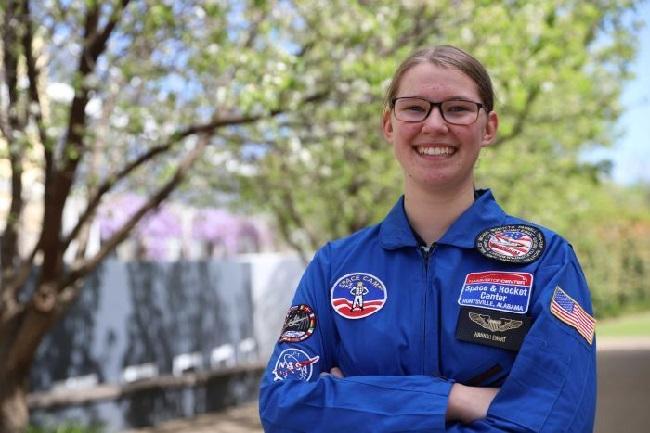 https: img-z.okeinfo.net content 2018 09 12 56 1949526 nasa-beri-kesempatan-pelajar-kenali-astronot-dan-stasiun-luar-angkasa-g5bpkWS20w.jpg
