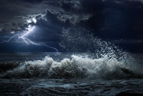 https: img-z.okeinfo.net content 2018 09 12 56 1949608 siklon-tropis-mangkhut-picu-hujan-lebat-dan-gelombang-badai-zks8CyGBnz.jpg