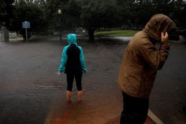 https: img-z.okeinfo.net content 2018 09 14 18 1950639 badai-florence-yang-mematikan-mulai-menghantam-carolina-BZgb6SjJLC.jpg