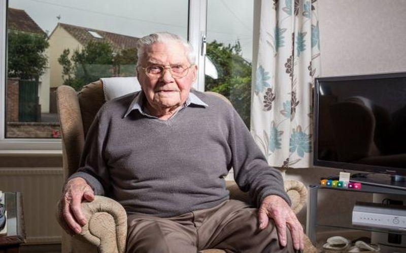 https: img-z.okeinfo.net content 2018 09 14 298 1950604 bugar-di-usia-100-tahun-kakek-ini-beberkan-rahasia-makanan-panjang-umurnya-SuYAXCwrtG.jpg