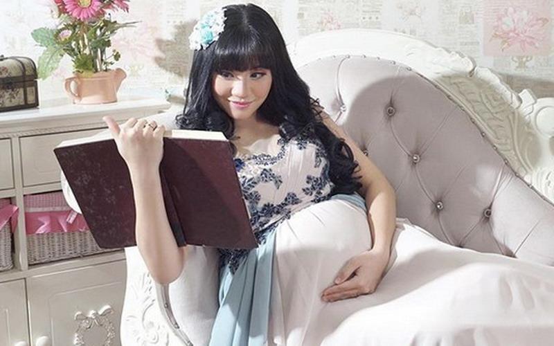 https: img-z.okeinfo.net content 2018 09 14 33 1950330 selamat-cleopatra-ex-jkt48-lahirkan-anak-pertama-sKcIhmStU0.jpg
