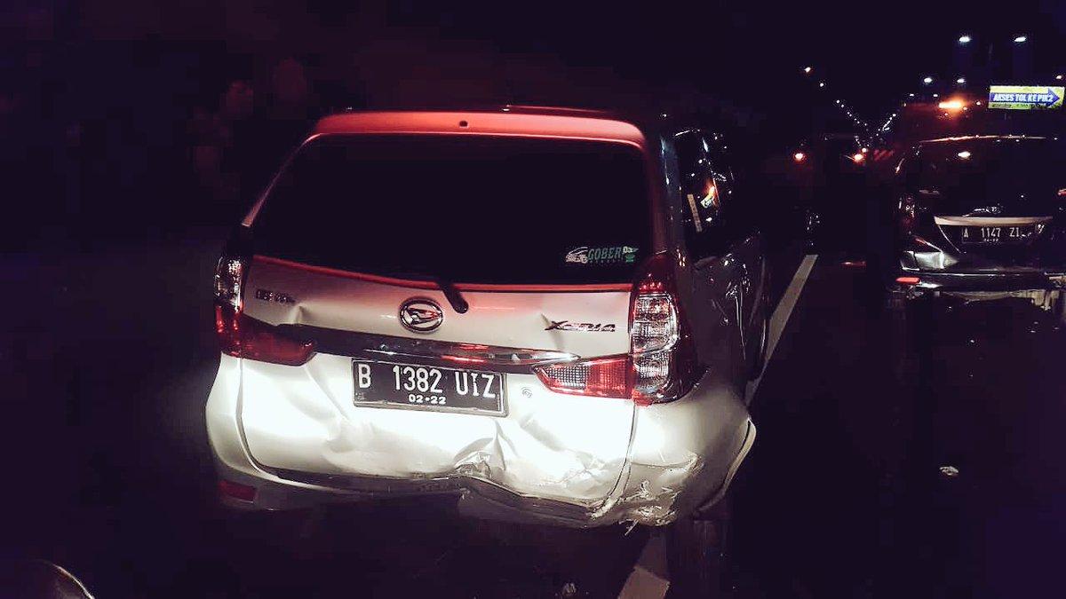 https: img-z.okeinfo.net content 2018 09 19 338 1952442 4-mobil-kecelakaan-beruntun-di-tol-ctc-arah-bandara-3RfVbSXAeO.jpg