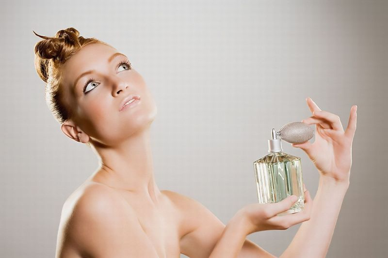 https: img-z.okeinfo.net content 2018 09 24 194 1954695 sudah-beli-parfum-mahal-tapi-enggak-tahan-lama-ini-alasannya-jCAp7nTZH6.jpg