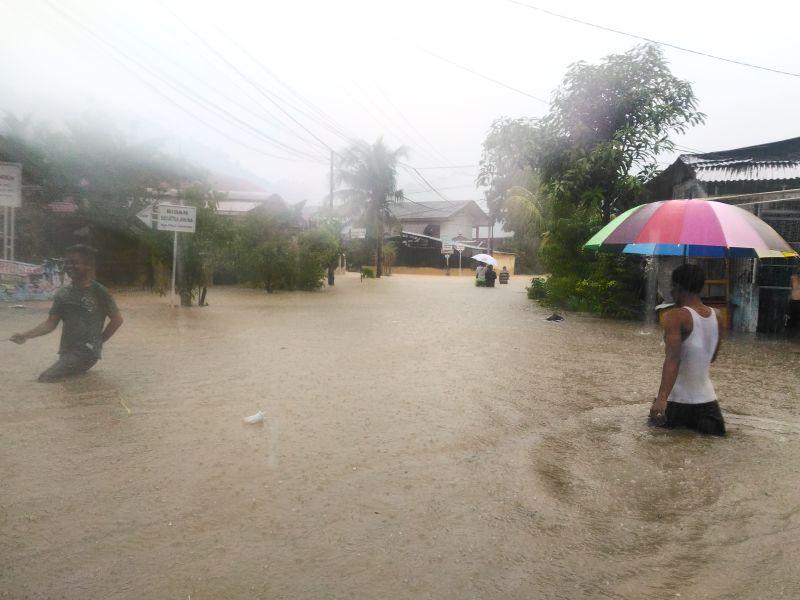 https: img-z.okeinfo.net content 2018 09 26 340 1956015 hujan-lebat-ratusan-rumah-di-kota-padang-terendam-banjir-vwuNJrrZ8D.jpg