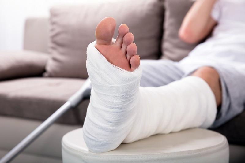 https: img-z.okeinfo.net content 2018 09 27 481 1956422 ini-yang-terjadi-pada-tubuh-ketika-anda-mengalami-patah-tulang-rcmsRa1CMt.jpg