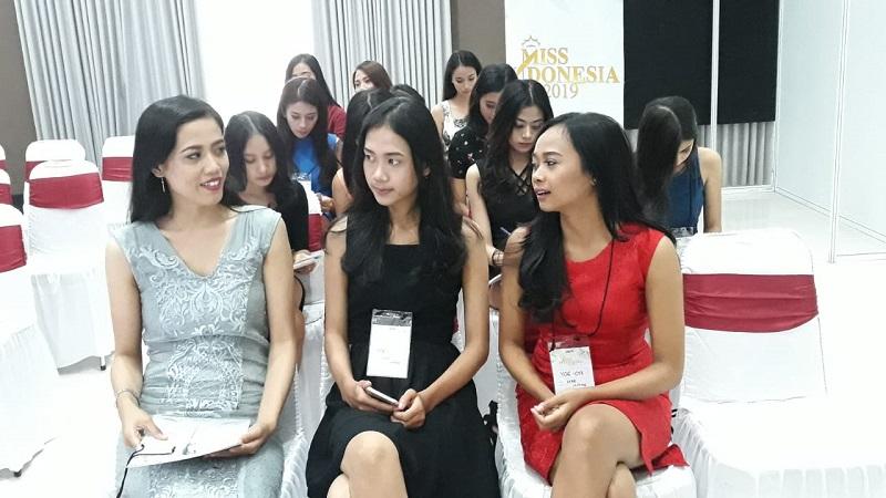 https: img-z.okeinfo.net content 2018 09 30 194 1957703 puluhan-peserta-mengantre-ikut-audisi-miss-indonesia-2019-di-yogyakarta-SB4hCQgIcd.jpeg
