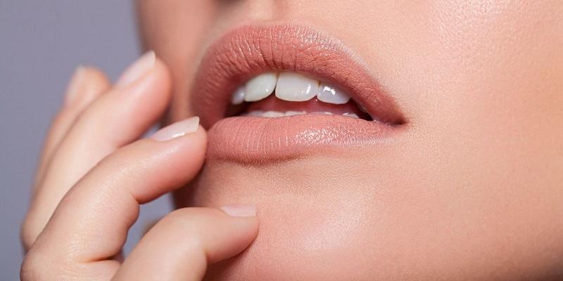 https: img-z.okeinfo.net content 2018 10 08 194 1961255 lima-aturan-dalam-mengenakan-lipstik-warna-nude-BlcERyUbgV.jpg