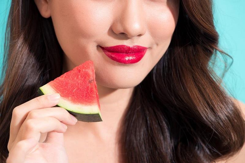 https: img-z.okeinfo.net content 2018 10 09 194 1961676 selain-enak-dimakan-semangka-bisa-menjadi-penyubur-alami-rambut-cX2ArHSHJX.jpg