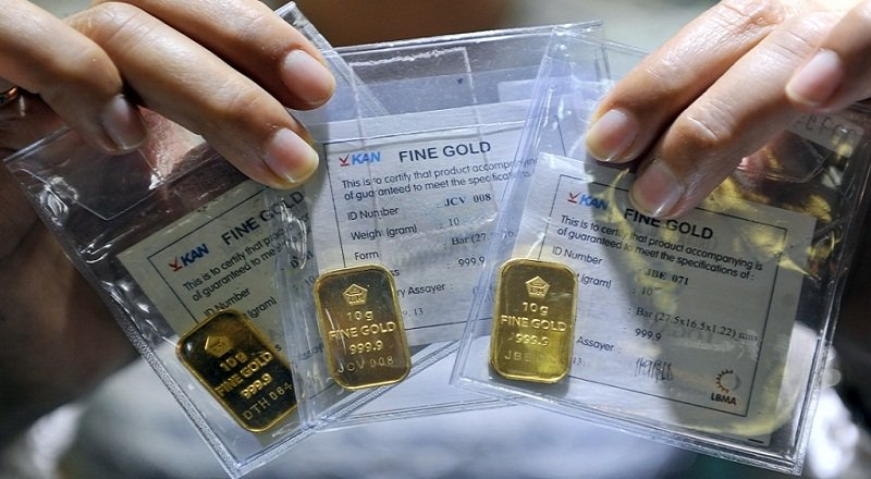 https: img-z.okeinfo.net content 2018 10 10 320 1961919 naik-rp2-000-harga-emas-antam-sekarang-rp673-000-gram-APEIQ5FYsd.jpg