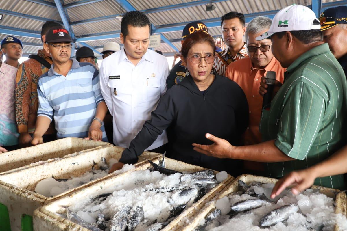 https: img-z.okeinfo.net content 2018 10 11 320 1962791 menteri-susi-nelayan-ngeluh-solar-susah-didapat-emzBe5c35b.jpeg