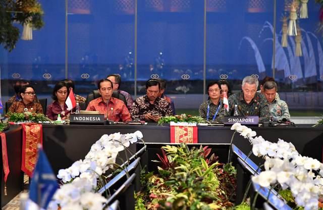 https: img-z.okeinfo.net content 2018 10 12 337 1962914 jokowi-sampaikan-5-usulan-di-asean-leaders-gathering-2018-Gtqn7NPrJ3.jpg