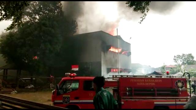 https: img-z.okeinfo.net content 2018 10 12 338 1963346 kebakaran-di-pesantren-iiq-tak-ada-korban-jiwa-gI6XFu6Ba6.png