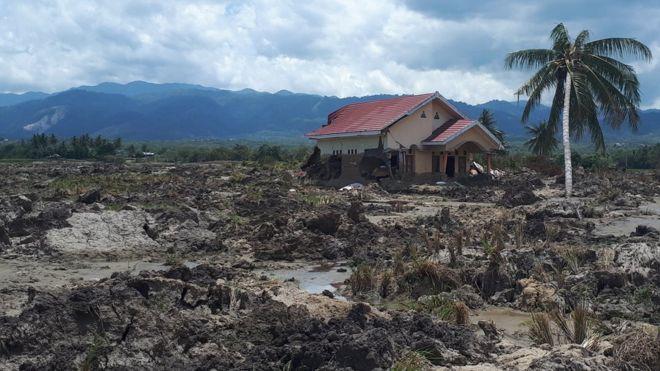 https: img-z.okeinfo.net content 2018 10 13 340 1963703 pascagempa-rumah-warga-di-sigi-diterjang-banjir-lumpur-AuVY849gCd.jpg