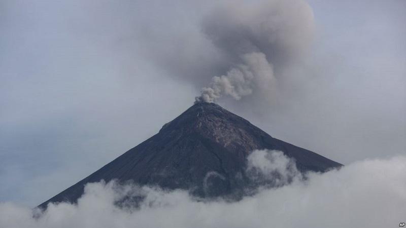 https: img-z.okeinfo.net content 2018 10 14 18 1963795 gunung-berapi-di-guatemala-erupsi-muntahkan-abu-dan-lahar-FIZO3wR7hz.jpg
