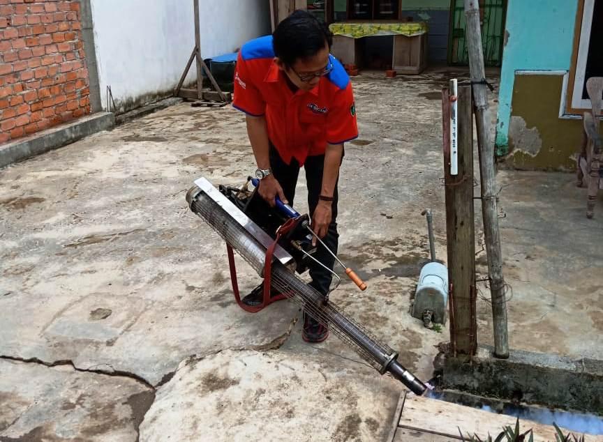 https: img-z.okeinfo.net content 2018 10 14 340 1963886 rescue-perindo-selamatkan-warga-gandus-palembang-dari-ancaman-nyamuk-dbd-yd7fpzL2s2.jpg