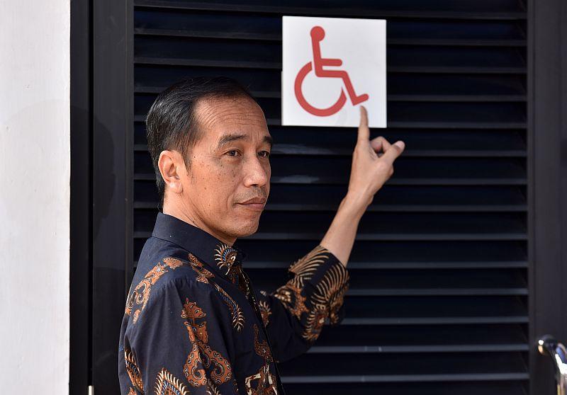 https: img-z.okeinfo.net content 2018 10 17 470 1965091 tinjau-gbk-ramah-disabilitas-presiden-jokowi-minta-pintu-dan-wastafel-disesuaikan-T2tlpJxWm1.jpg