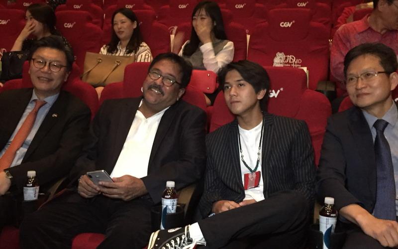 https: img-z.okeinfo.net content 2018 10 19 206 1966018 iqbaal-ramadhan-hadir-di-pembukaan-korea-indonesia-film-festival-2018-ayhRPZq6Os.jpg