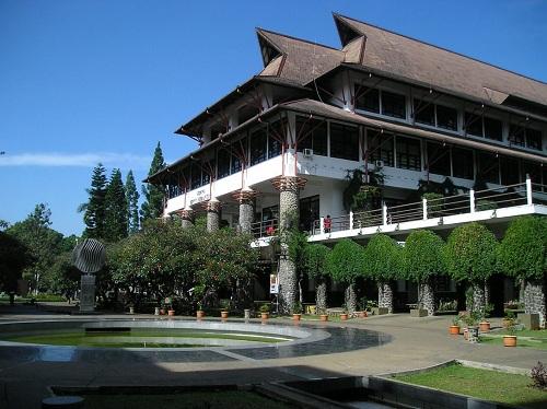 https: img-z.okeinfo.net content 2018 10 24 65 1968462 9-kampus-dengan-publikasi-riset-terbanyak-di-indonesia-t6YNQwdpAK.jpg