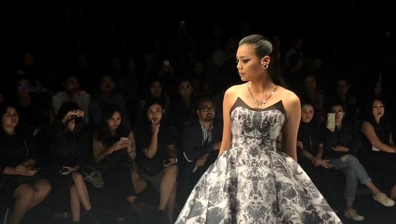 https: img-z.okeinfo.net content 2018 10 26 194 1969577 miss-indonesia-alya-nurshabrina-bangga-bisa-tampil-di-panggung-jfw-2019-rJuZvMBNqs.jpg