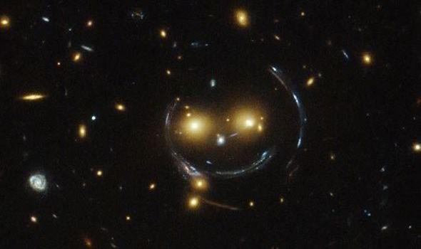 https: img-z.okeinfo.net content 2018 11 05 56 1973656 unik-nasa-temukan-formasi-galaksi-mirip-wajah-tersenyum-j3JPorWtlW.jpg