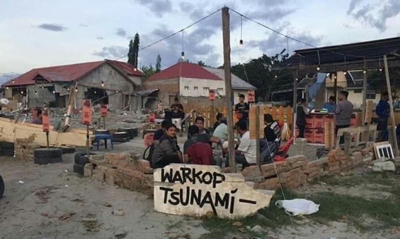 https: img-z.okeinfo.net content 2018 11 06 298 1974031 1-500-kopi-gratis-di-warkop-tsunami-untuk-kebangkitan-kota-palu-bkAhlk8Hns.jpg