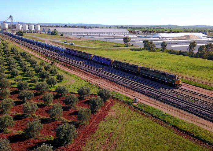 https: img-z.okeinfo.net content 2018 11 07 18 1974623 kereta-tambang-australia-melaju-dengan-kecepatan-110-km-tanpa-masinis-AW8QE1hWk6.jpg