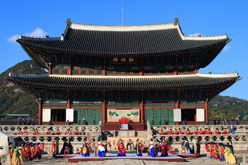 https: img-z.okeinfo.net content 2018 11 07 406 1974798 belajar-budaya-dan-masak-makanan-khas-negeri-ginseng-di-funtastic-korea-festival-2018-b4gi08Z9gn.jpg