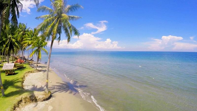 https: img-z.okeinfo.net content 2018 11 08 406 1975209 bikin-takjub-ini-4-pantai-di-sulbar-yang-kondang-keindahannya-h9Oh49vJjZ.jpg