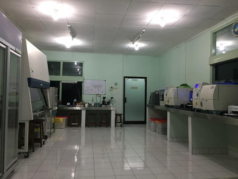 https: img-z.okeinfo.net content 2018 11 08 481 1975094 bakteri-dipelihara-yuk-intip-ruang-laboratorium-mikrobiologi-rsup-sanglah-ODEUpteXrr.JPG