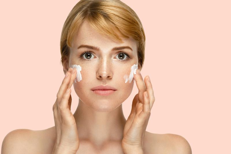 https: img-z.okeinfo.net content 2018 11 08 611 1975000 skin-care-yang-mengandung-parfum-tidak-cocok-untuk-kulit-sensitif-HGcaFXHHGU.jpg