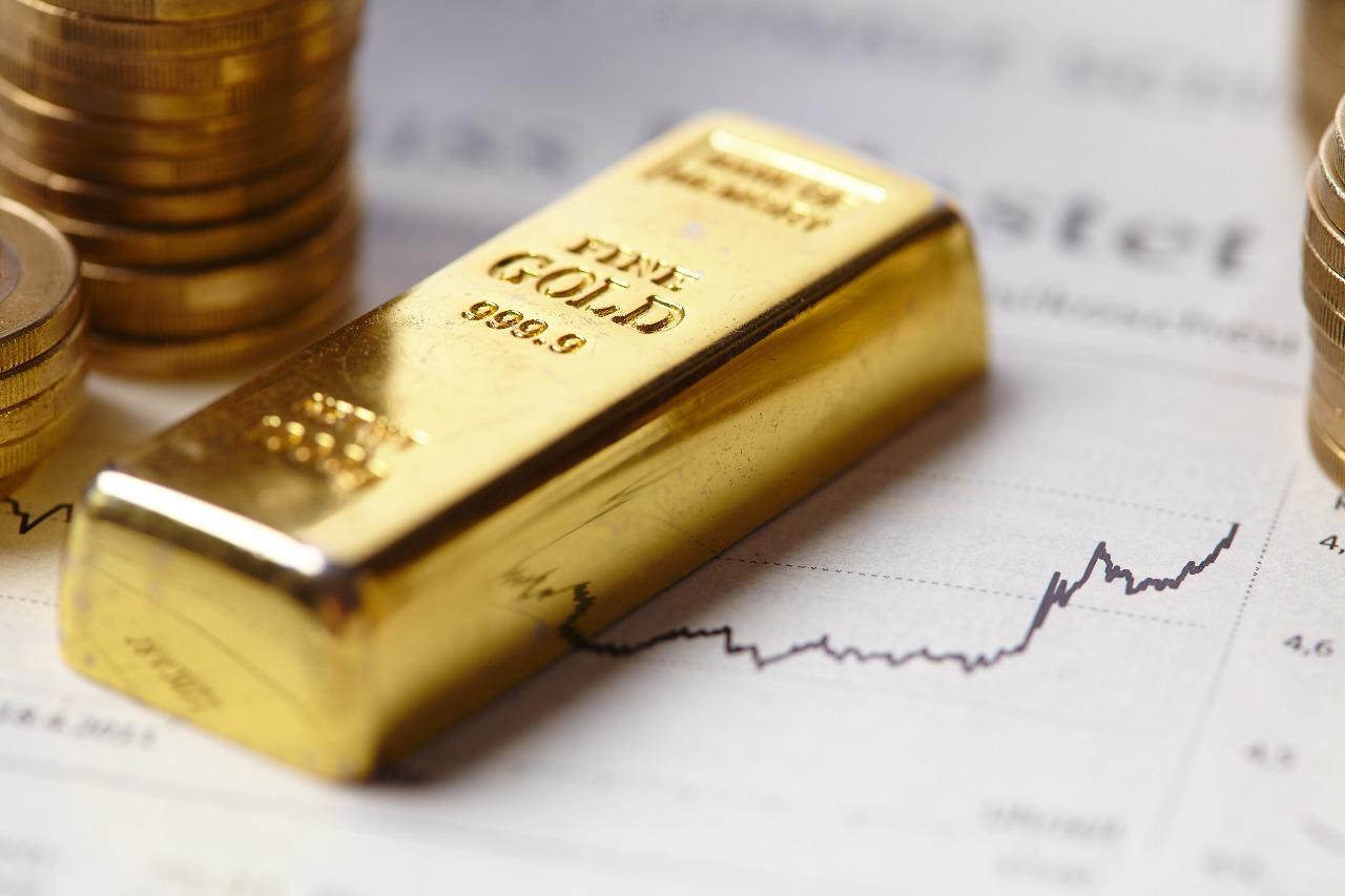 https: img-z.okeinfo.net content 2018 11 09 320 1975371 harga-emas-berjangka-turun-tertekan-kuatnya-dolar-UYy0jf4cu3.jpg