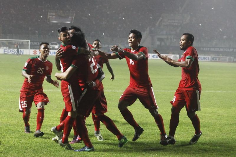 https: img-z.okeinfo.net content 2018 11 09 51 1975753 sundulan-harris-bawa-singapura-unggul-1-0-atas-timnas-indonesia-sW3vESZ190.jpg