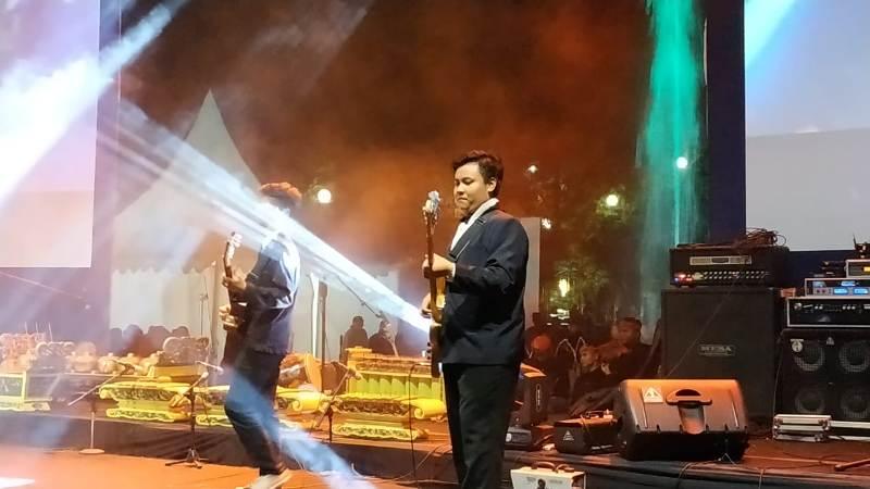 https: img-z.okeinfo.net content 2018 11 10 1 1976095 festival-mbois-wadah-kreativitas-muda-mudi-kota-malang-8AYtd0BQbh.jpg