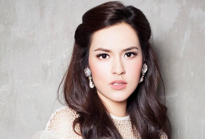 https: img-z.okeinfo.net content 2018 11 10 194 1975852 5-selebriti-indonesia-ini-masuk-nominasi-wanita-dengan-wajah-tercantik-versi-tc-candler-MF9LMNINkY.jpg
