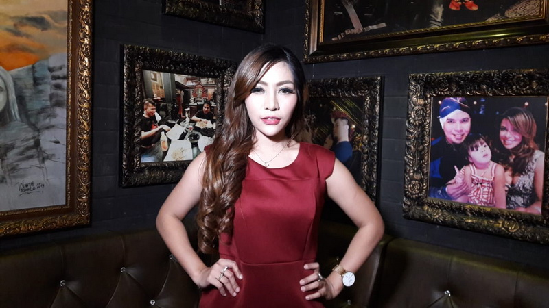 https: img-z.okeinfo.net content 2018 11 10 33 1976099 kena-isu-transgender-penyanyi-liza-aditya-syok-zIjsU7yw1d.jpeg
