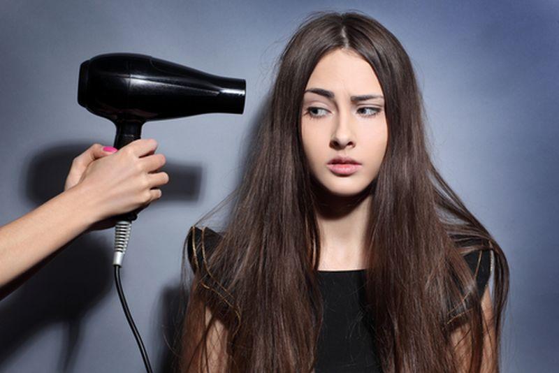 https: img-z.okeinfo.net content 2018 11 10 611 1975972 jangan-sampai-salah-ini-5-langkah-pakai-hair-dryer-tanpa-merusak-rambut-PYBmFfQfUN.jpg
