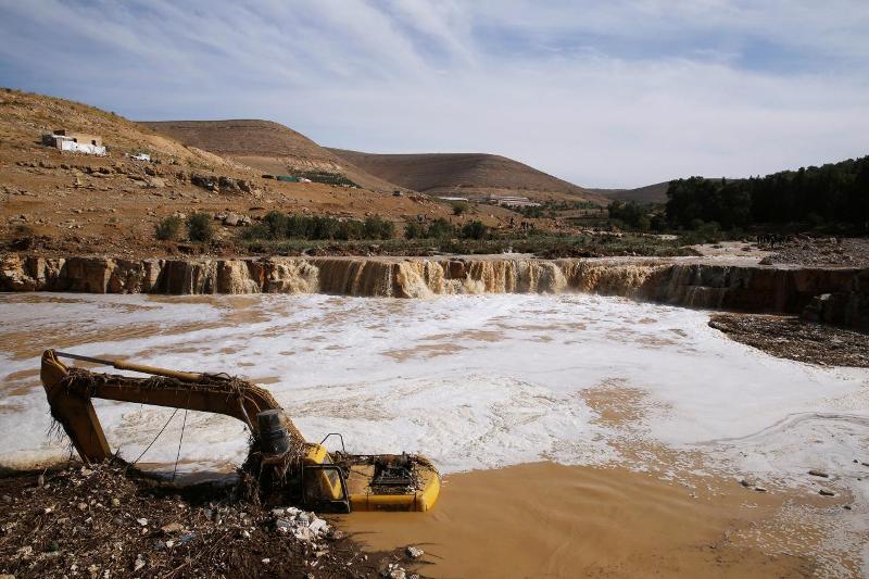 https: img-z.okeinfo.net content 2018 11 11 18 1976195 banjir-bandang-yordania-tewaskan-12-orang-paksa-ribuan-turis-dievakuasi-Q7KG7VihFZ.jpg