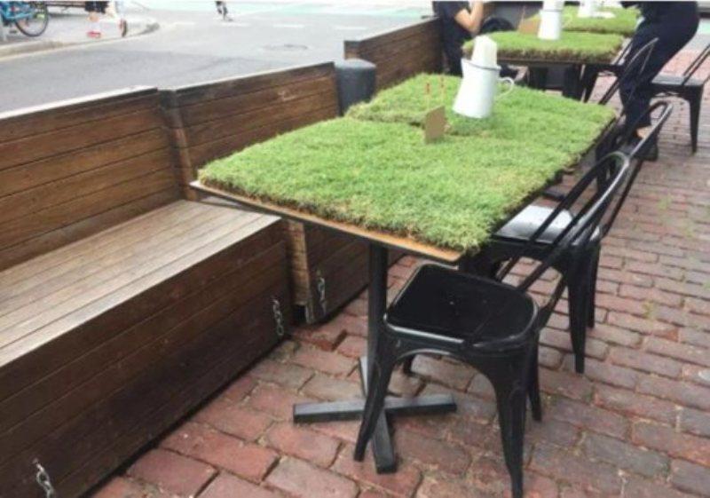 https: img-z.okeinfo.net content 2018 11 11 298 1976236 restoran-ini-gunakan-rumput-tanah-sebagai-taplak-meja-MiWvcWVMqw.jpg