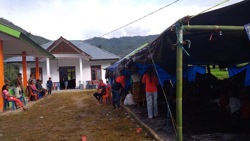 https: img-z.okeinfo.net content 2018 11 11 340 1976119 pengungsi-gempa-di-posko-lembang-belau-kekurangan-tenda-61BSjbgTtI.jpg