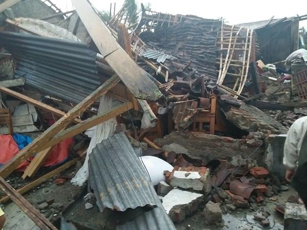 https: img-z.okeinfo.net content 2018 11 19 519 1979615 ratusan-rumah-di-situbondo-rusak-diterjang-puting-beliung-dan-hujan-es-02ayJVEA3B.jpg