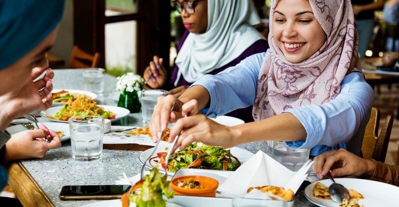 https: img-z.okeinfo.net content 2018 11 20 298 1980230 olimpiade-tokyo-2020-jepang-bakal-siapkan-menu-makanan-halal-untuk-muslim-traveler-MFBj9BdXbN.jpg