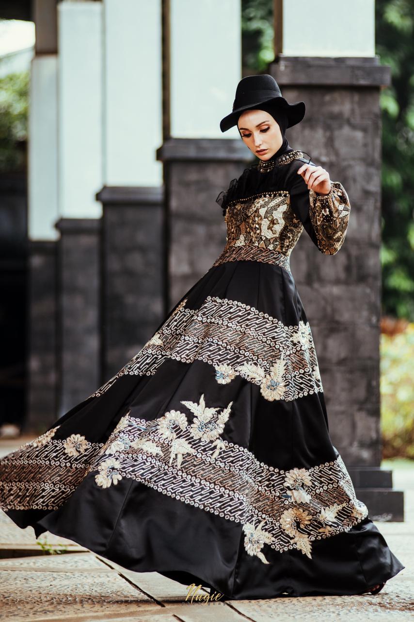 https: img-z.okeinfo.net content 2018 11 22 194 1981442 ubahan-batik-trenggalek-jadi-glamor-siap-ramaikan-fashion-show-di-belanda-nc5Agd10p1.jpg