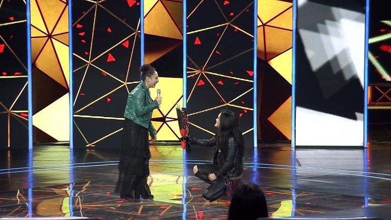 https: img-z.okeinfo.net content 2018 11 23 598 1981519 di-panggung-the-voice-indonesia-peserta-ini-dilamar-kekasihnya-EowBgoMUTp.jpg