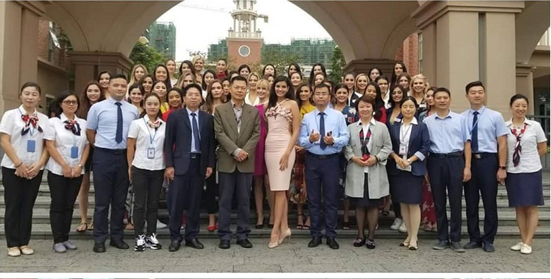 https: img-z.okeinfo.net content 2018 11 27 194 1983461 berkunjung-ke-mission-hills-school-kontestan-miss-world-2018-bicara-soal-pemberdayaan-dan-pendidikan-u7Cd1hoOtU.jpg