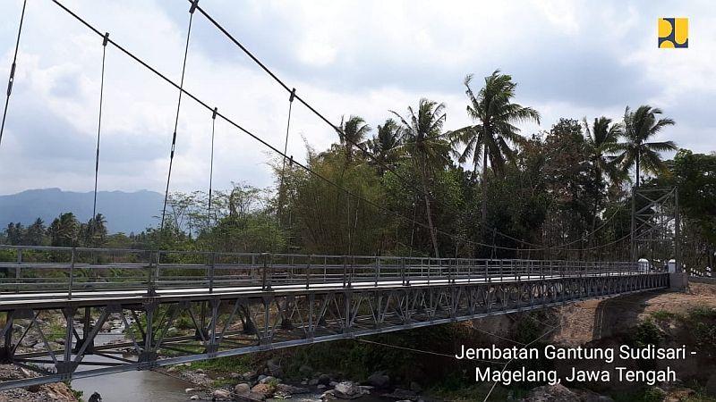 https: img-z.okeinfo.net content 2018 11 27 320 1983332 300-jembatan-gantung-dibangun-tak-ada-lagi-indiana-jones-hKht0IYI3B.jpg
