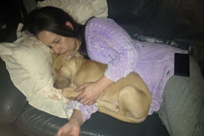 https: img-z.okeinfo.net content 2018 11 30 18 1984934 lindungi-tamu-wanita-ini-tewas-diserang-anjingnya-sendiri-P5Y2s4qOAJ.jpg
