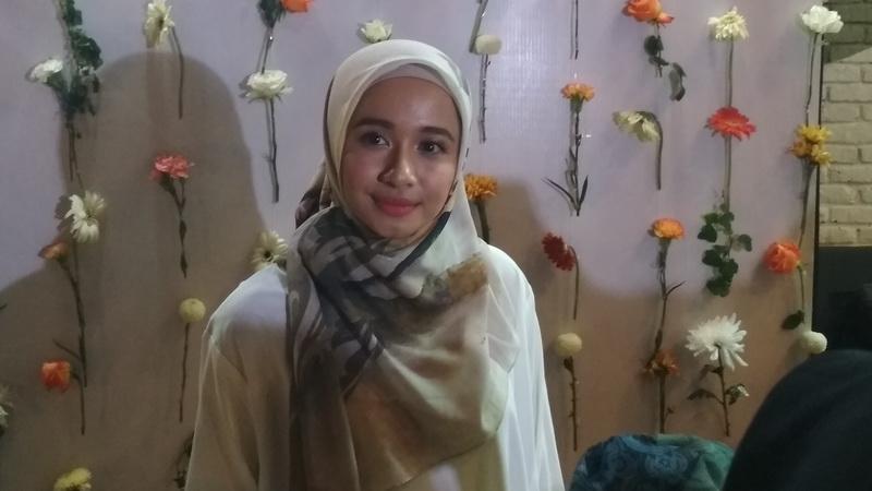 https: img-z.okeinfo.net content 2018 11 30 33 1985139 laudya-cynthia-bella-ungkap-perbedaan-bekerja-di-indonesia-dan-malaysia-2ecxS24q5F.jpg