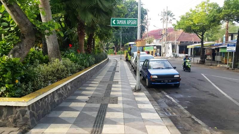 https: img-z.okeinfo.net content 2018 11 30 519 1985248 konsep-pedestrian-di-surabaya-sepaket-dengan-saluran-air-ckZY2uQQXU.jpg