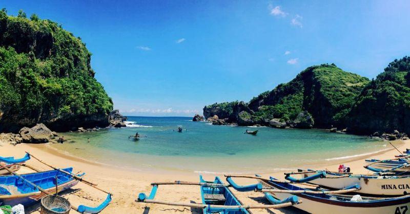 https: img-z.okeinfo.net content 2018 12 02 406 1985753 10-pantai-indonesia-yang-instagramable-sudah-pernah-singgah-ke-mana-saja-shbK6AZ595.jpg