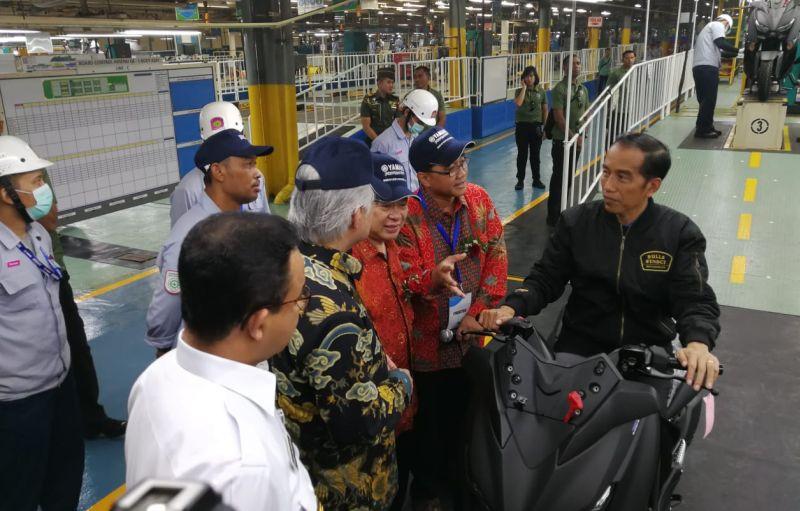 https: img-z.okeinfo.net content 2018 12 03 15 1986343 ekspor-motor-yamaha-buatan-indonesia-tembus-1-5-juta-unit-RiaQBlq5Kc.jpg